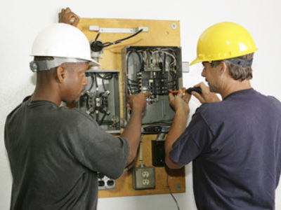 5 Reasons for Using a Licensed Electrical Repair and Service Contractor