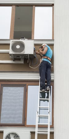 man doing air conditioning service philadelphia pa.