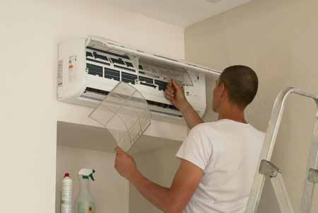 man doing air conditioning service philadelphia 19129